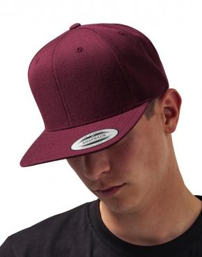 Klasyczna czapka z płaskim daszkiem